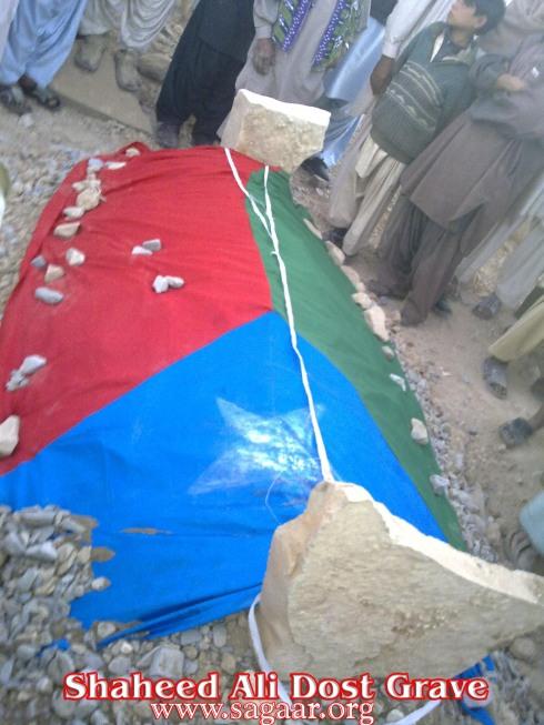 http://balochsarmachar.files.wordpress.com/2010/01/shaheed-ali-dost-grave.jpg?w=490&h=653